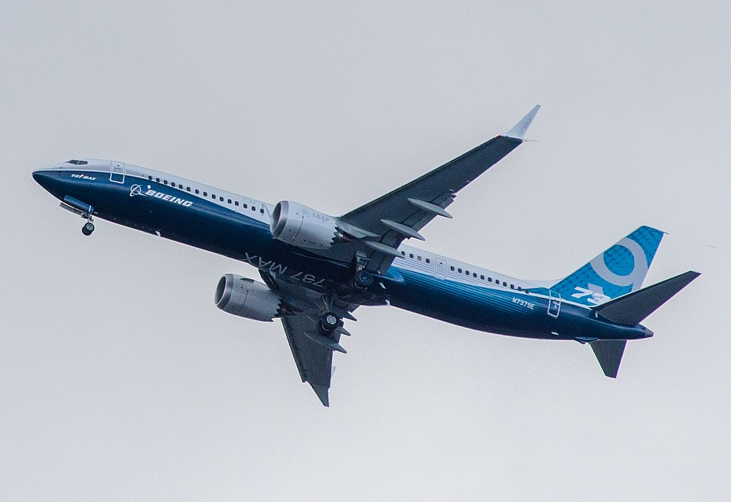 1024px-Boeing,_N7379E,_Boeing_737-9_MAX_(cropped).jpg